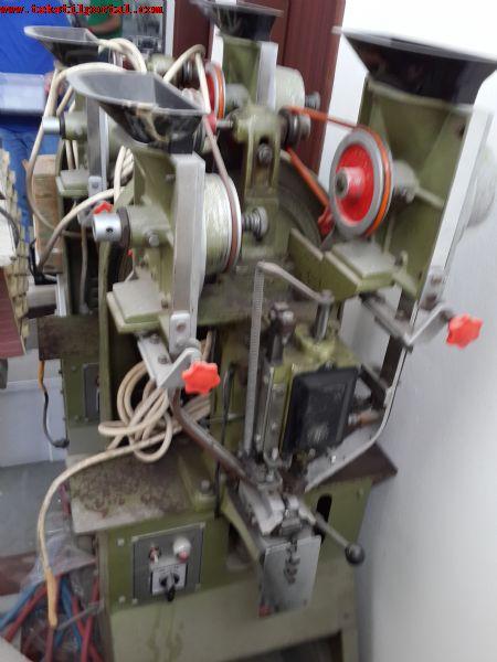 Satılık Otomatik Düğme Çakma Makinası<br><br>tahliye nedeni ile satılık ikinci el otomatik düğme çakma makinesi<br><br><br>Satılık düğme çakma  makinası, Satılık düğme çakma makinesi, Satılık düğme çakma makinaları, Satılık düğme çakma makineleri,  ikinci el düğme çakma makinası, ikinci el düğme çakma makinesi, ikinci el düğme çakma makineleri, &#1050;&#1088;&#1077;&#1087;&#1083;&#1077;&#1085;&#1080;&#1077;  &#1050;&#1085;&#1086;&#1087;&#1082;&#1072; &#1084;&#1072;&#1096;&#1080;&#1085;&#1072; &#1073;&#1091;&#1076;&#1077;&#1090; &#1087;&#1088;&#1086;&#1076;&#1072;&#1074;&#1072;&#1090;&#1100;&#1089;&#1103;
