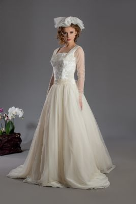 We are manufactures of wedding dresses, we are ready for working with distributors also <br><br>Bridal and<br>young woman causel wear,  POUPEE for causal wear Unique collectiontwo times a year.  <br>Serial produce for your brands.  We are producing serial wedding gowns.  Also,  we are preparing unique collections two time a year<br><br>We are producing high quality wedding dresses,  prom dresses,  party dresses,  coctail dressesand mini wedding dresses and delivering just on time.  At the same time we are looking for distributor in your area.  We are interested in your business seriously.  We hope we will become good partners. Best regarts<br><br><br>wedding dress seller, wedding dress exporter, wedding dress producer, wedding dress manufacture